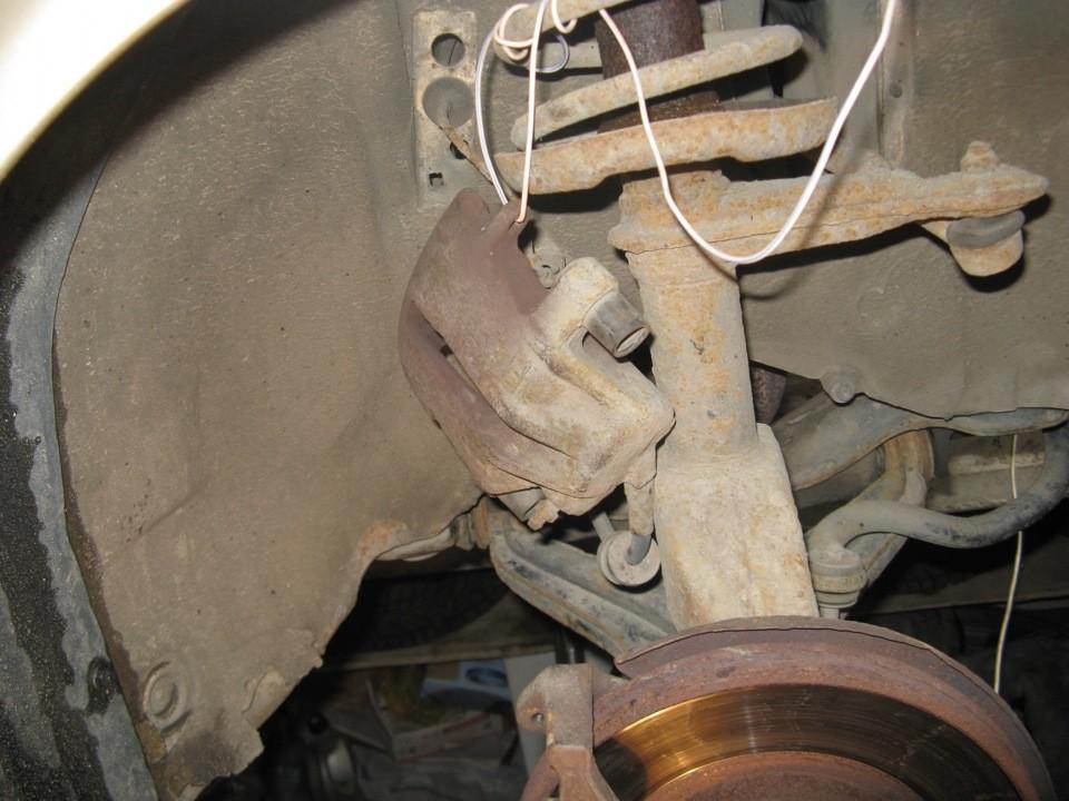 Замена задних тормозных колодок Ауди 80 Б3