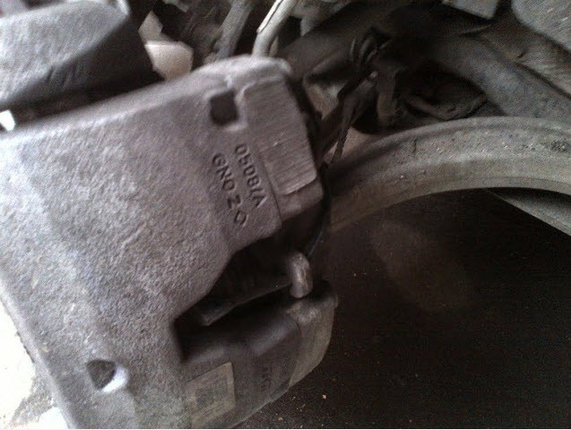 Как заменить тормозные колодки Ауди А6 С5