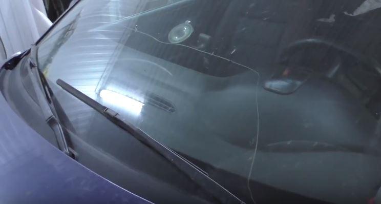 Так выглядит мое лобовое стекло на Ауди А6 после того как в него прилетел камень от грузовика Камаз