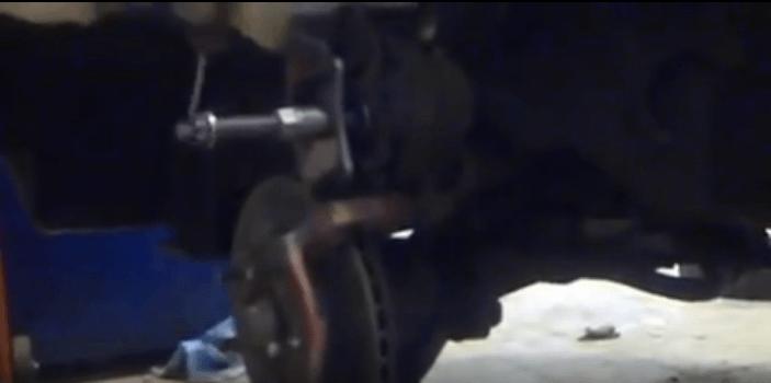 Как заменить передние тормозные колодки на Honda CR-V