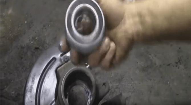 Как заменить передний ступичный подшипник на Рено Логан своими руками