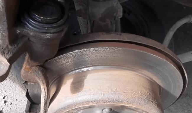 Почему греется задний тормозной диск на Шевроле Лачетти