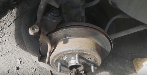 Почему греются тормозные диски на Шевроле Круз