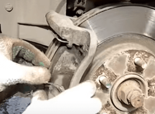 Как заменить задние тормозные колодки на Nissan Qashqai своими руками