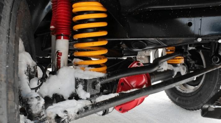 Фото: передняя подвеска автомобиля УАЗ Патриот