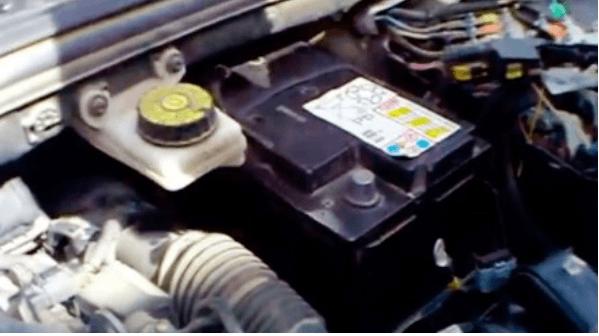 Как снять и заменить аккумулятор на Peugeot 308 – пошаговая инструкция
