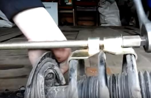 Снятие разборка и замена передних стоек на Киа Рио – пошаговая инструкция