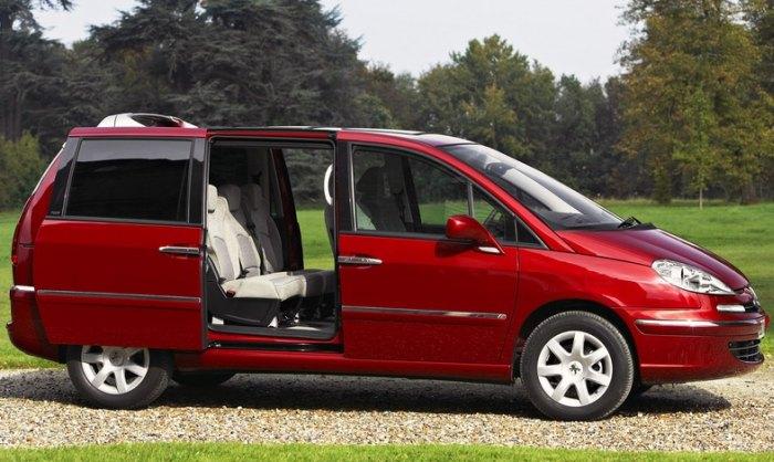 автомобиль для большой семьи недорогой практичный